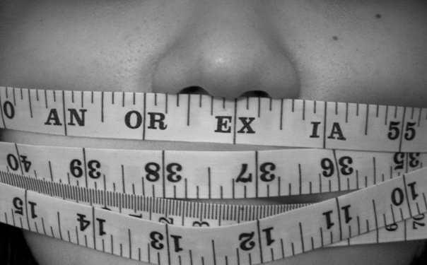 Il grasso su ogni parte e da uno stomaco come togliere